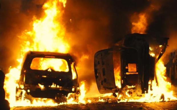 Ένα αυτοκίνητο καίγεται<br>κάθε 15 μέρες στα Εξάρχεια!
