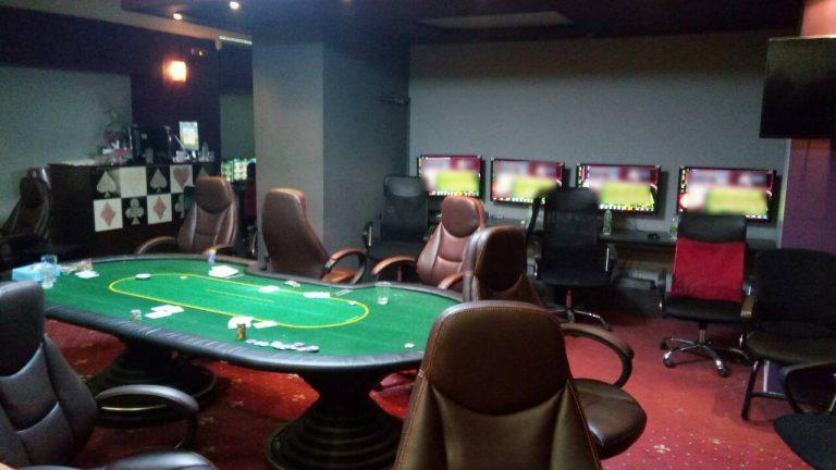 Η Αστυνομία εξάρθρωσε ένα από τα μεγαλύτερα «μίνι καζίνο» στην Αττική