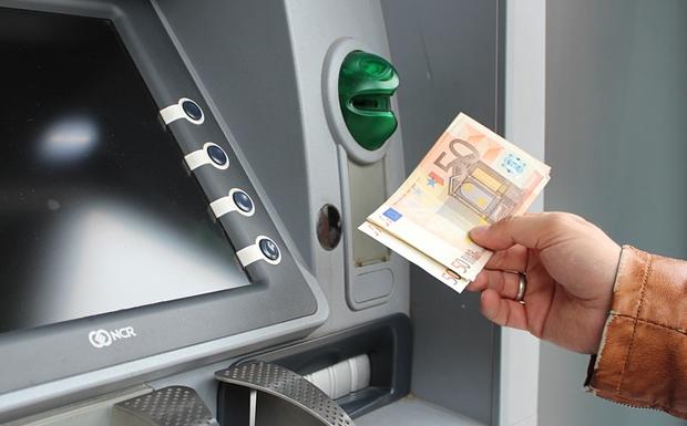 Προς κατάργηση τα capital control: Από Δευτέρα οι αναλήψεις έως και 5.000 ευρώ την ημέρα