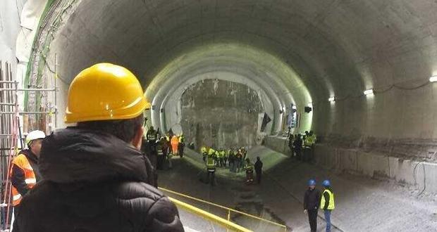 ΜΕΤΡΟ: Ολοκληρώθηκε η διάνοιξη της υπόγειας σήραγγας στο «Φρέαρ Δεληγιάννη» του Πειραιά
