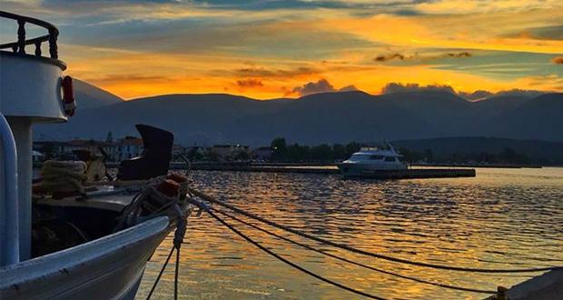 Ηλιοβασίλεμα στο λιμάνι της Σάμης