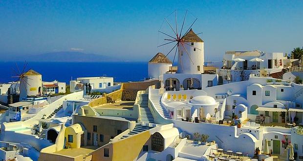 Πρόσκληση στους Ισπανούς να επενδύσουν στον ελληνικό τουρισμό