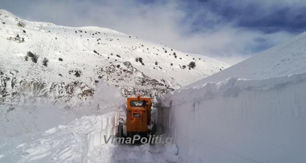 """""""Βουνό"""" το χιόνι στο Βελούχι (βίντεο)"""