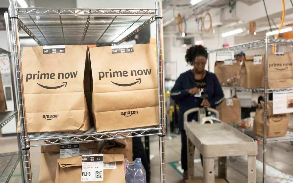 Μεγάλη ανησυχία για τα «βραχιολάκια» στην Amazon