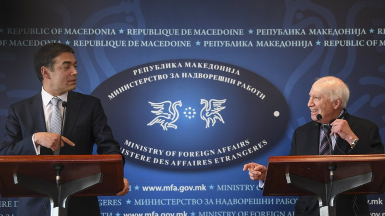 ΤΑ ΤΙΝΑΖΕΙ ΟΛΑ στον αέρα ο Ντιμιτρόφ με τις προκλητικές δηλώσεις του;