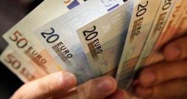 Μελέτη: Όλο και λιγότεροι Έλληνες πληρώνουν περισσότερους φόρους