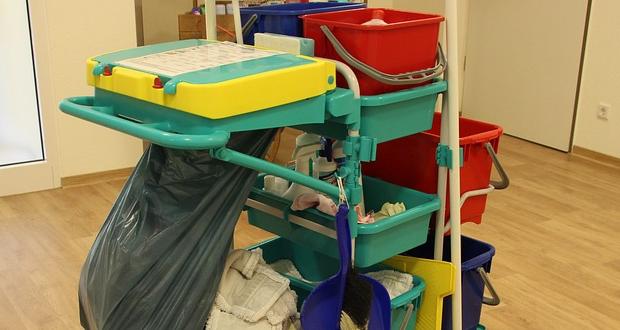 Υποχρεωτική η χορήγηση Μέσων Ατομικής Προστασίας και στις συμβασιούχες καθαρίστριες σχολικών μονάδων