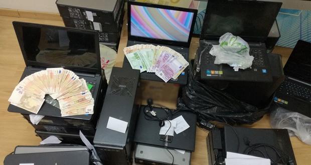 Μεγάλο χτύπημα στα παράνομα «φρουτάκια» από την ΕΛ.ΑΣ: Εξαρθρώθηκε μια από τις μεγαλύτερες εγκληματικές οργανώσεις στη χώρα