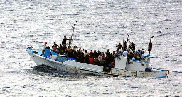 Κεφαλονιά: Εντοπίστηκε σκάφος με ΙΤΑΛΙΚΗ σημαία και 35 πρόσφυγες και μετανάστες –