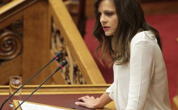 """Έφη Αχτσιόγλου: """"Η ΝΔ νομοθετεί για τον σκληρό πυρήνα του ΣΕΒ"""""""