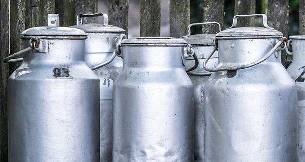 """""""Μπαγιάτικα τα στοιχεία, οι τιμές στο γάλα καταρρέουν!"""" λέει ο Μ. Χαρακόπουλος"""