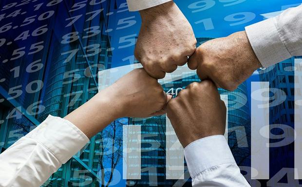 Κερδισμένες τελικά θα βγουν οι αγορές από την κόντρα Μαξίμου – Στουρνάρα!