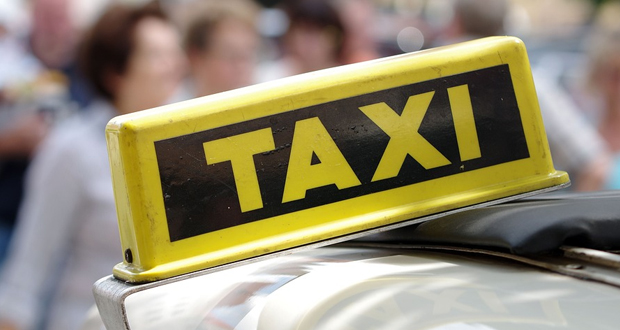 Ένας ταξιτζής στα Τρίκαλα μας έβαλε τα γυαλιά…