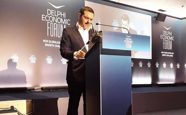 Τσίπρας κατά Στουρνάρα: Ερωτηματικά από την επιμονή του για προληπτική γραμμή πίστωσης