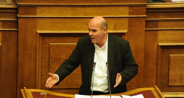 Μιχελογιαννάκης: «Γιατί 'όχι' στην αναδοχή παιδιού από ομόφυλα ζευγάρια»