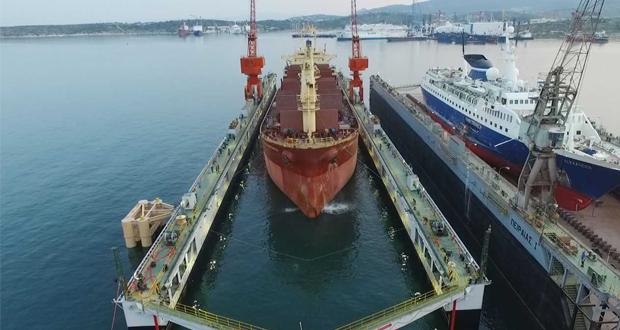 """Δεξαμενισμός του πρώτου πλοίου στη νέα πλωτή δεξαμενή """"ΠΕΙΡΑΙΑΣ ΙΙΙ"""""""