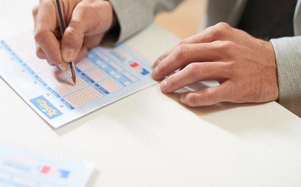 Στον πυρετό του ΤΖΟΚΕΡ – 5,8 εκατ. ευρώ στην αποψινή κλήρωση