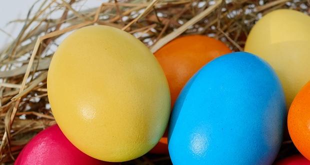 Πάνω από 6.000 δέματα, με τρόφιμα, τσουρέκια, κόκκινα αυγά μοίρασε ο Μητροπολίτης Πειραιά Σεραφείμ