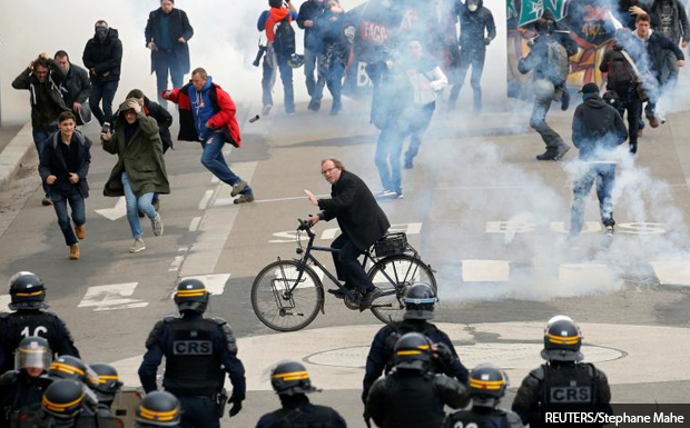 Η γαλλική αστυνομία συγκρούεται με οικολόγους ακτιβιστές