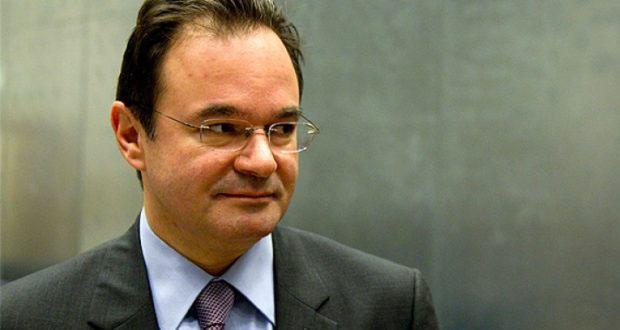Βγήκε από τη… ναφθαλίνη ο πρώην υπουργός Οικονομικών Γιώργος  Παπακωνσταντίνου | ΤΟ ΠΑΡΟΝ