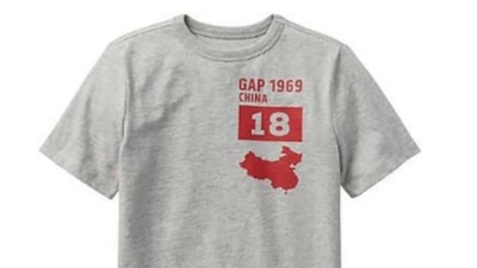 Συγγνώμη αναγκάστηκε να ζητήσει η αμερικανική εταιρεία Gap, γιατί πουλούσε μπλουζάκι…
