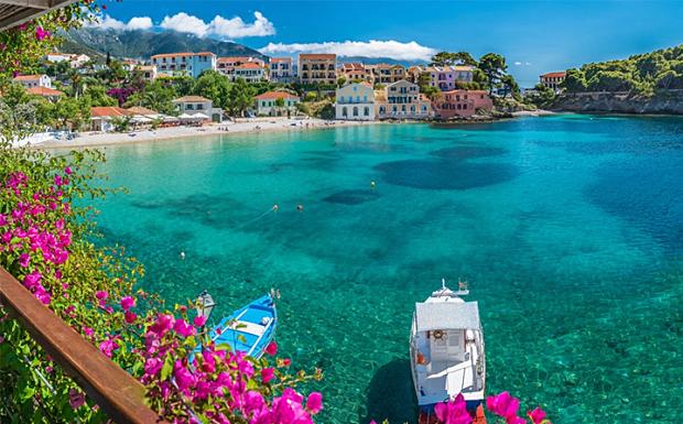 Conde Nast Travelle: Η Κεφαλονιά στα 14 ελληνικά νησιά που όλοι πρέπει να επισκεφθούν μια φορά [εικόνες]