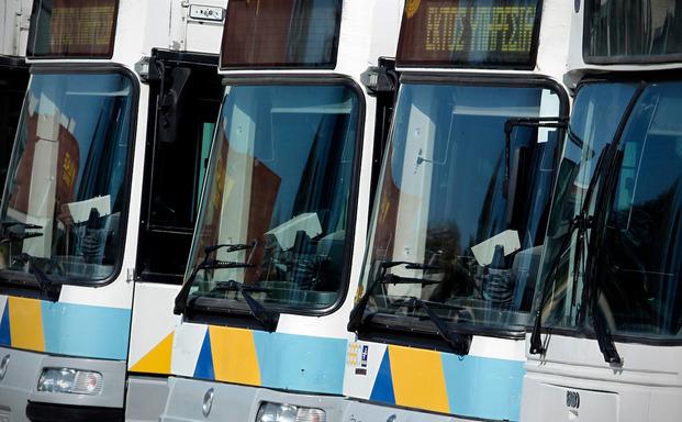 Στο 14% συρρικνώθηκε η εισιτηριοδιαφυγή σε λεωφορεία – τρόλεϊ