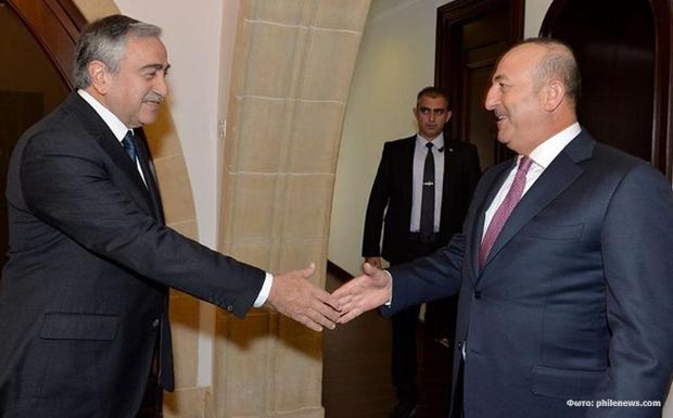 Τουρκικοί ελιγμοί και εκβιασμοί στο Κυπριακό και περίεργες υποχωρήσεις στο εσωτερικό μέτωπο