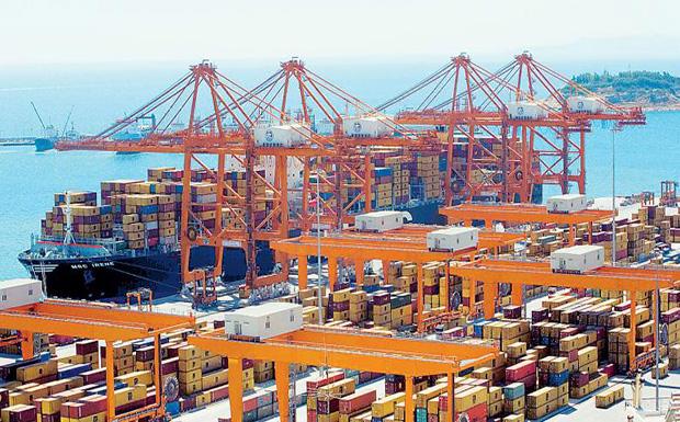 Τα λιμάνια της Τουρκίας και  της Βόρειας Ευρώπης προσπαθούν  να πάρουν την Cosco από τον Πειραιά