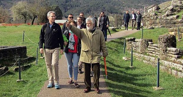 Ακούραστος ο αμερικανός πρέσβης Τζέφρι Πάιατ εξορμά στην ελληνική ύπαιθρο και στα νησιά…