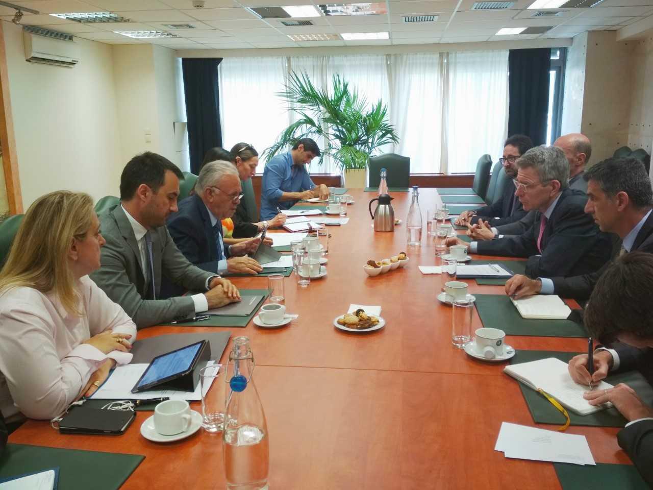 Συνάντηση Δραγασάκη, Χαρίτση με τον Αμερικανό πρέσβη
