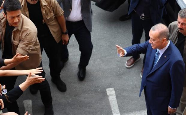 Ξεκάθαρο το μήνυμα λέει ο Ερντογάν που έκανε δήλωση νίκης παρά τις καταγγελίες για νοθεία