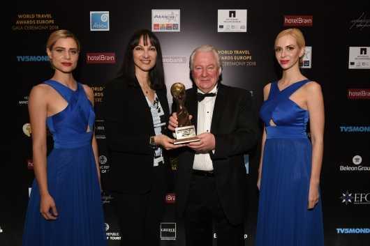 Παγκόσμιο Βραβείο ΤουρισμούWorldTravelAwards η Αθήνα – Το παρέλαβε η Έλ. Κουντουρά