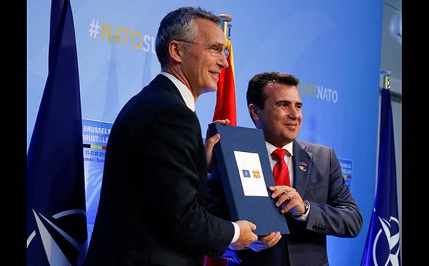 Μετά βαΐων και κλάδων  τα Σκόπια μπήκαν στο ΝΑΤΟ…