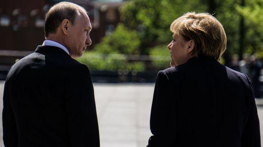 Συνάντηση Μέρκελ και Πούτιν – Ξαναμοιράζουν τον κόσμο χωρίς τον… Τραμπ;