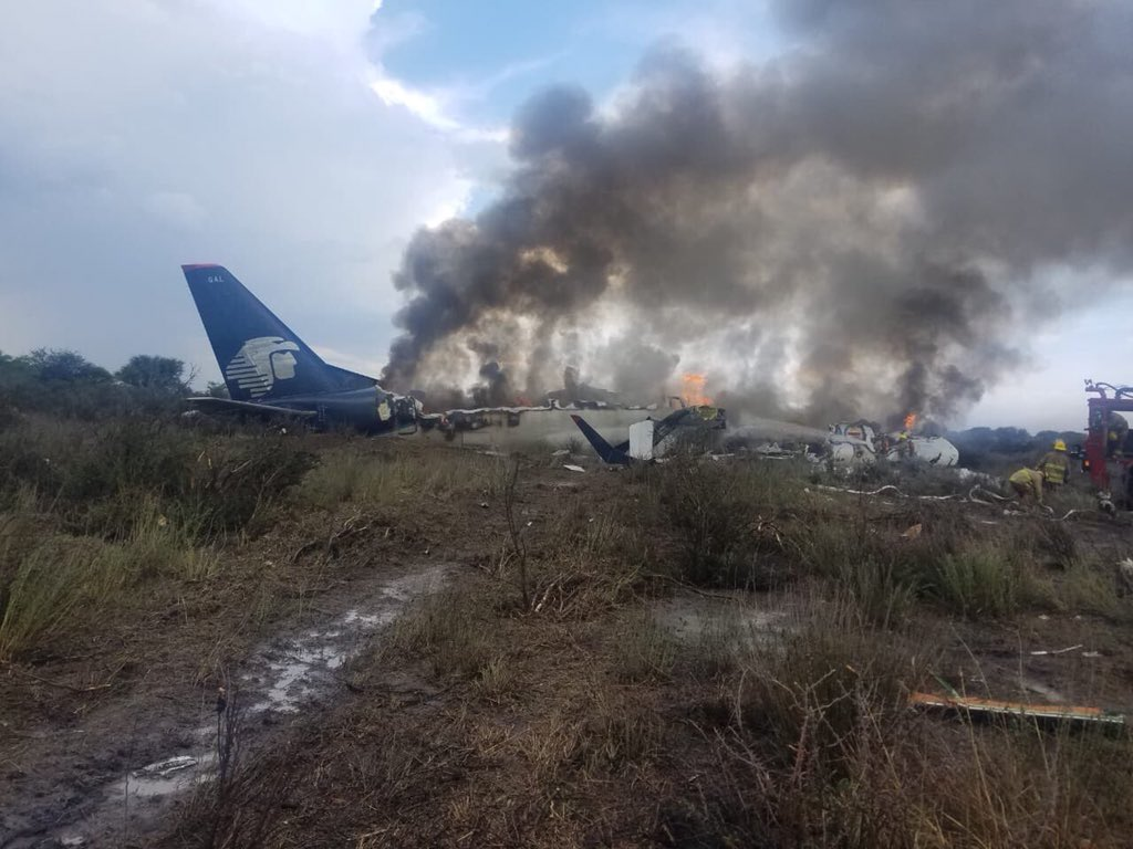 ΘΑΥΜΑ! Βγήκαν ζωντανοί οι 101 επιβαίνοντες στο Μεξικό -Tουλάχιστον 85 τραυματίες (εικόνες & βίντεο)