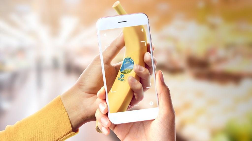 """""""Πίσω από το Μπλε αυτοκόλλητο"""": Ανακαλύψτε το ταξίδι της μπανάνας, από την φυτεία έως το ράφι των καταστημάτων μέσω της εφαρμογής Shazam"""