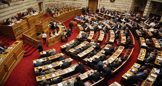 Βουλή: Μετωπική σύγκρουση σε υψηλούς τόνους