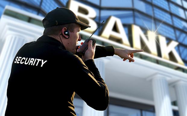 Ιδιωτικές εταιρείες δανείζουν προσωπικό στις τράπεζες!