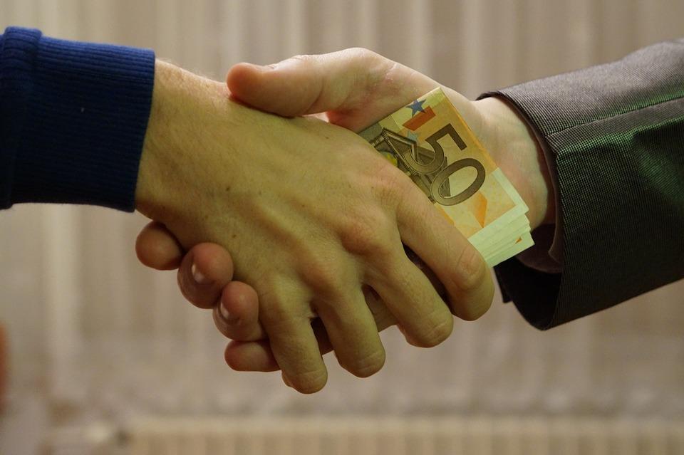 Ποιοι θα πληρώσουν τα 15 δισ. ευρώ φόρους