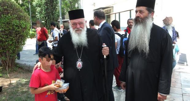 Προβληματισμένος ο Αρχιεπίσκοπος από την αύξηση των ανθρώπων στα συσσίτια!
