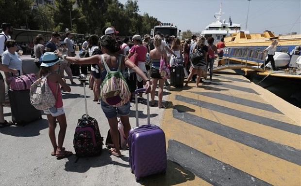 Υπάλληλοι του ΕΟΤ κατέβασαν ιταλούς τουρίστες από τα πούλμαν