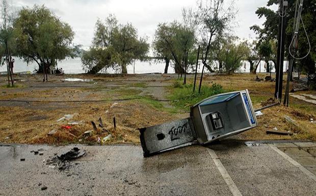 Μεγάλες καταστροφές σε Πελοπόννησο, Εύβοια και Φθιώτιδα από τον κυκλώνα – Τρεις αγνοούμενοι στο Μαντούδι (φωτογραφίες)