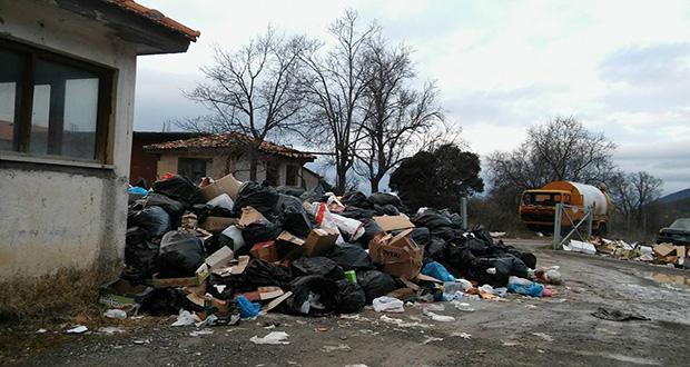 Πνιγμένη στα σκουπίδια η Βυτίνα…