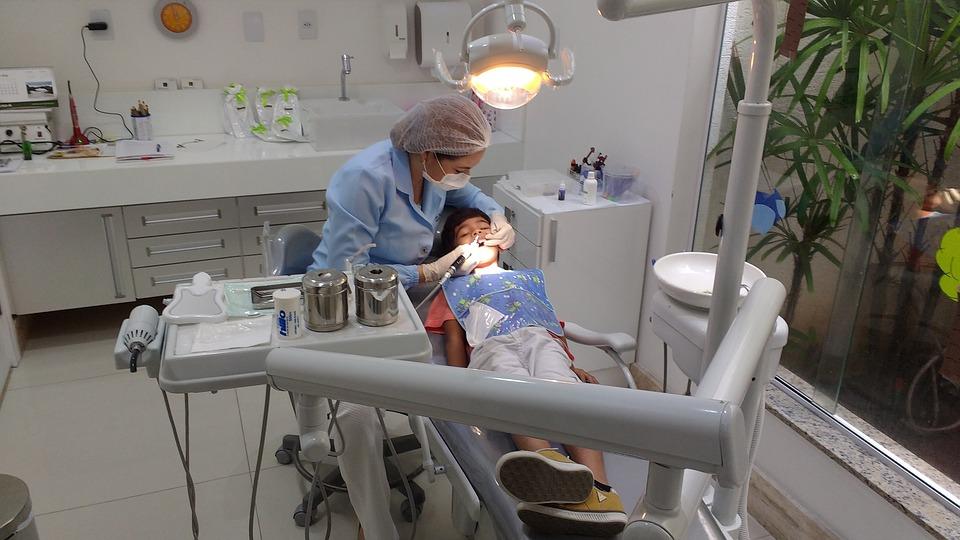 Οδοντιατρικός έλεγχος στα παιδιά πριν από το «πρώτο κουδούνι»