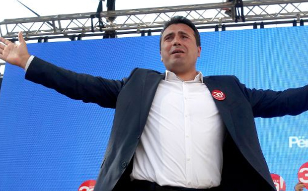 Πώς να μην προκαλεί ο Ζάεφ όταν υποκλίθηκε σ' αυτόν ο αμερικανός αντιπρόεδρος