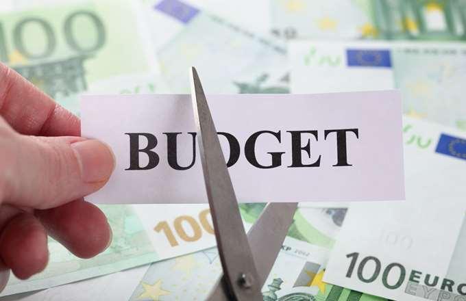 Προϋπολογισμός: Μείωση δαπάνης για υγεία και παιδεία το 2019