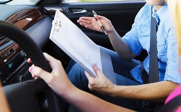 10+1 αλλαγές στις εξετάσεις για δίπλωμα – «Φρένο» στη διαφθορά – Μαθήματα οδήγησης από τα 17