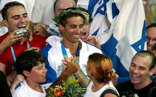 Το χρυσό μετάλλιο που πήρε με την ομάδα του Ισραήλ αναγκάζεται να πουλήσει ο Γκαλ Φρίντμαν