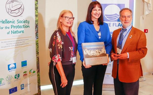 Έλενα Κουντουρά: Περισσότερες ελληνικές παραλίες με βραβεύσεις «Γαλάζιας Σημαίας», στόχος για το 2019
